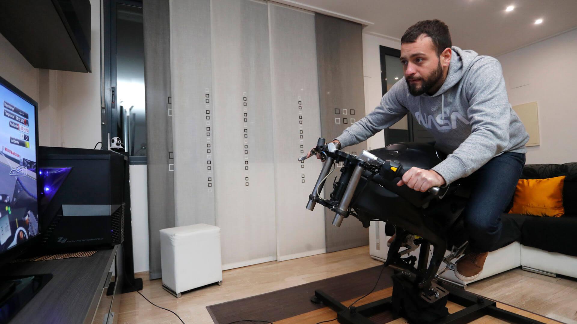 home page officielle du simulateur de moto pour la maison leangp. Black Bedroom Furniture Sets. Home Design Ideas